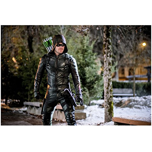 Arrow (TV Series 2012 - ) 8 inch x 10 inch Photo Stephen Amell Wearing Black Leather Hood Up Full Quiver Over Shoulder Pose 2 - Hood Quiver