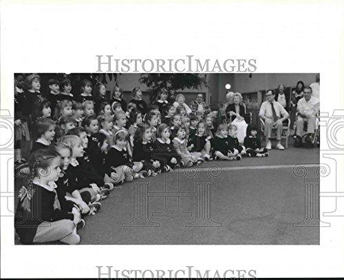 1990 Press Photo Kindergarteners Sing Christmas Songs to Elderly in Kenner