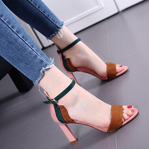 Dedo del pie desnudo del color del encanto Palabra sandalias de la hebilla de las mujeres del desfile de moda delgada gruesos talón zapatos de tacón alto Pink