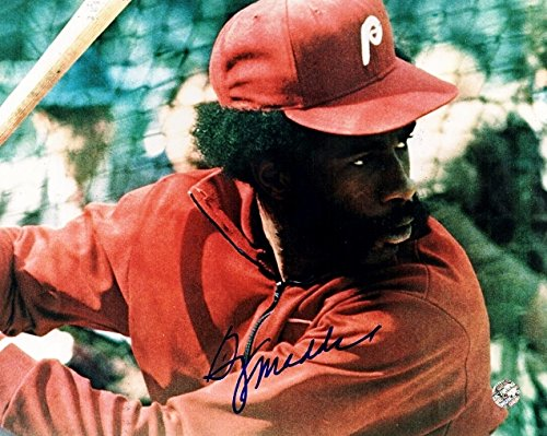 Garry Maddox Signed - Autographed Philadelphia Phillies 8x10 inch Photo - 1980 World Series Champions