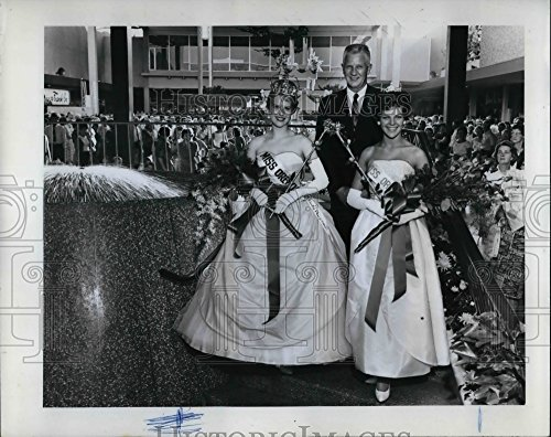 1962 Press Photo Miss Oregons Lloyd Center Richard Horn, Joyce Collin - Center Lloyd Oregon