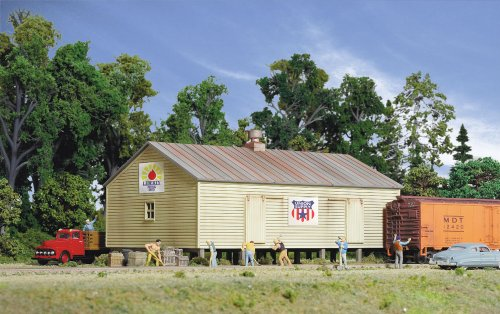 Walthers Cornerstone Series Kit HO Scale Co-Op Storage Shed