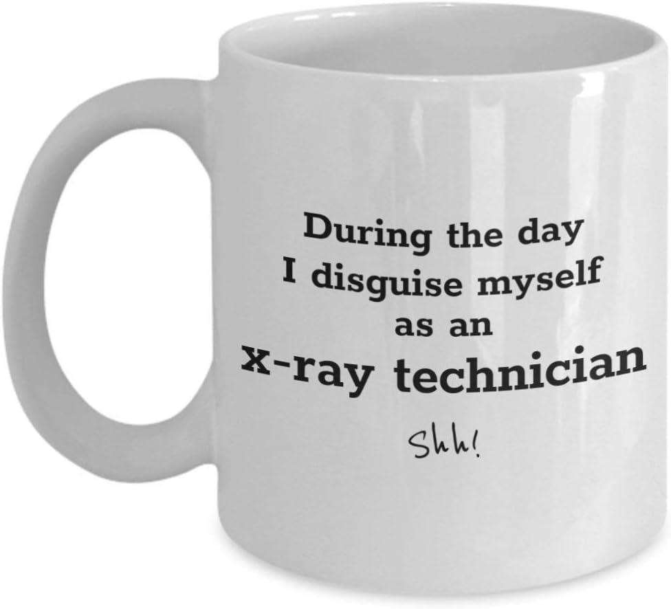 Divertida taza de café para técnicos de rayos x: durante el día me disfrazé - taza de regalo de cerámica para trabajadores médicos