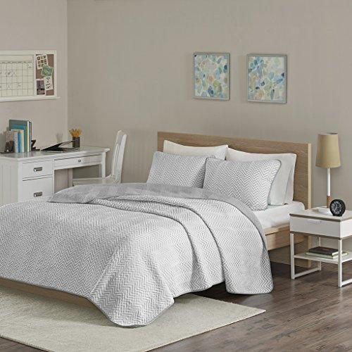Intelligent Design Lizzie Twin/Twin Xl Quilt Bedding Set - Grey, Cheveron – 2 Piece Teen Girl Boy Bedding Quilt Coverlets – Cotton Jersey Bed Quilts Quilted Coverlet (Jersey Quilted)