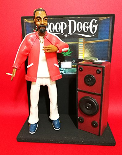 Figurine - Action Figures SNOOP DOGG with the RECORDING STUDIO scene/diorama.