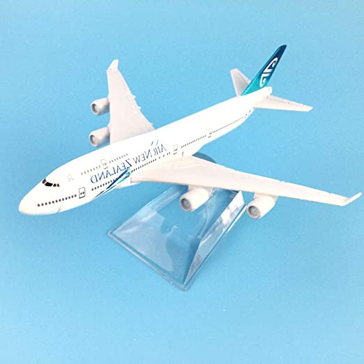 Green  777 Airplane Kids Pull Back Plane Toy Birthday Gift Home Decor