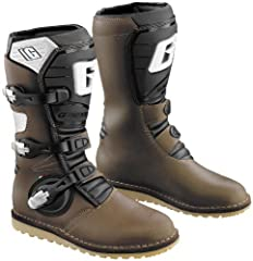 This boot is made of leather construction and features a new injection-molded shin guard as well as three aluminum buckles that are replaceable.