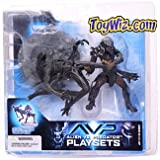 : McFarlane: Alien vs. Predator - Celtic Predator Throws Alien