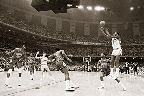 Michael Jordan North Carolina Last Shot Celebrity Sports Icon (Basketball) Poster Print (24in x 36in) (The Best Shot Of Michael Jordan)