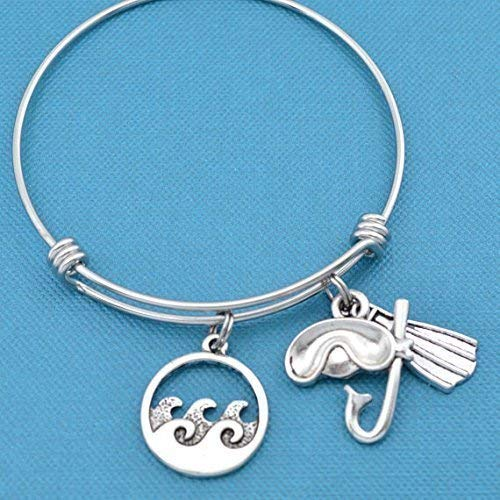 Scuba Diving Bangle Bracelet in Stainless Steel with Silver Toned Charms. Scuba diving gifts. Scuba Diving. Snorkeler jewelry. Snorkel gift.