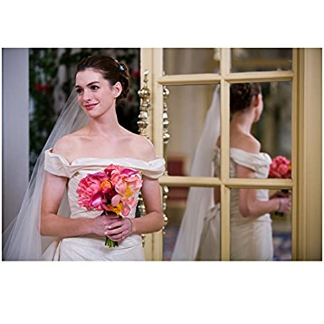 Anne Hathaway Wedding.Bride Wars Anne Hathaway As Emma Holding Bouquet In Wedding Dress 8