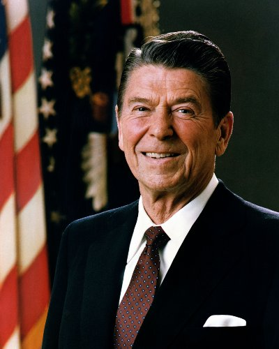 Ronald Reagan Portrait (Official Portrait of President Ronald Reagan 1981 Poster Photo Great Americans Posters 20x24)