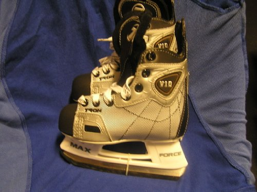 Tron V10 Youth Hockey Skates size Youth 11