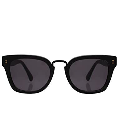 f6f25c1b95 Amazon.com  ILLESTEVA Positano Unisex Sunglasses (Black)  Clothing