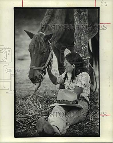 Vintage Photos 1976 Press Photo Cindy Schultea & her Horse Rest at Houston Livestock Show