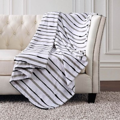 Christian Siriano Oversized Plush Throw 60''in x 70''in (Medallion Brush)