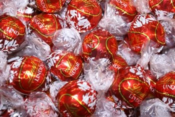 Amazon.com : Lindt Swiss Chocolate, Lindor Truffles Milk Chocolate ...