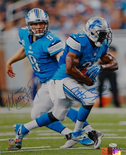 (Reggie Bush Matt Stafford Autographed 16x20 Hand Off Photo- JSA Authenticated)