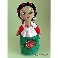 Muñeca de trapo que porta vestido de Chinita Poblana diseñada, elaborada y pintada a mano.