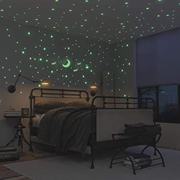 GLOWING STICK ON STARS TO BRING GALAXY TO ANY ROOM