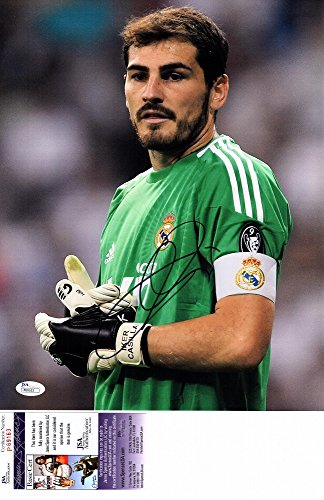 Iker Casillas Signed - Autographed Real Madrid - Spain national team goalkeeper 11x14 Photo - JSA Certificate of Authenticity
