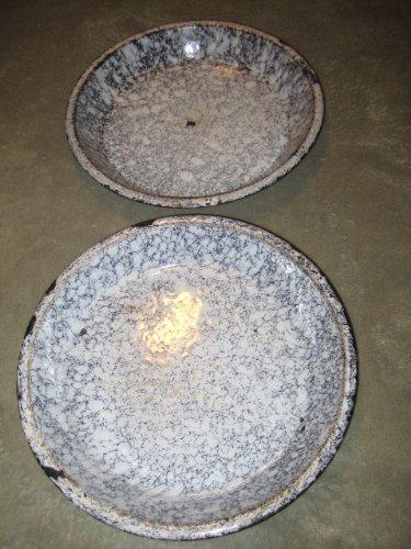 Set Of 2 - Vintage Heavy Graniteware Enamelware Enamel Metal White w/ Black Lines 9 1/2 Pie Plates