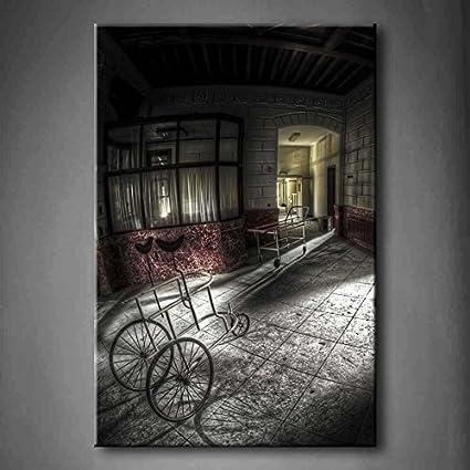 Abandonado Hospital Pasillo Antiguo andador y camas de hospital ...
