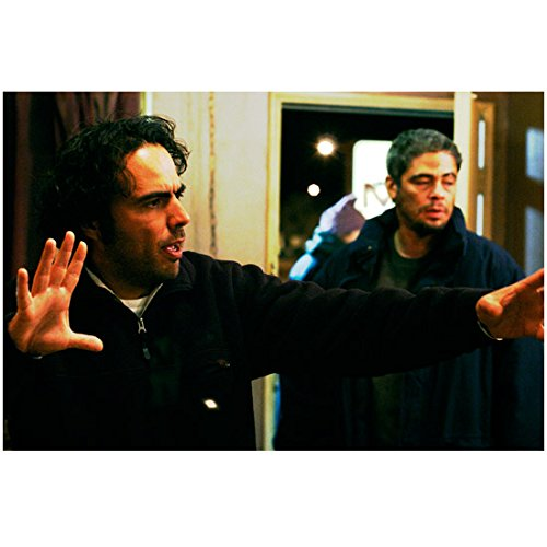 21 Grams Alejandro G. Inarritu and Benicio Del Toro 8 x 10 Inch Photo