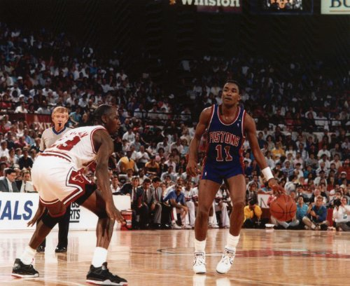 ISIAH THOMAS DETROIT PISTONS 8X10 SPORTS ACTION PHOTO (L)