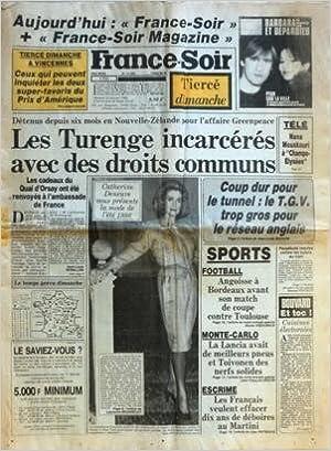 FRANCE SOIR N? 12894 du 25-01-1986 BARBARA ET DEPARDIEU NOUVELLE-ZELANDE POUR L'AFFAIRE GREENPEACE - LES TURENGE INCARCERES AVEC DES DROITS COMMUNS CATHERINE DENEUVE ET LA MODE 1986 NANA MOUSKOURI A CHAMPS-ELYSEE COUP DUR POUR LE TUNNEL - LE TGV TROP GROS
