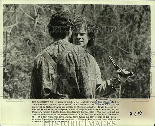1977 Press Photo Jerry Hardin and Brad Dourif in The Gardner's Son, on PBS. (Brad Hardin)