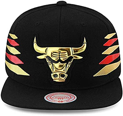 596db820 Amazon.com : Mitchell & Ness Chicago Bulls Snapback Hat Cap Black ...