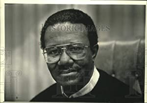 Historic Images - 1992 Press Photo Reverend Clarence Robinson Pastor Sitting in Office, Milwaukee.