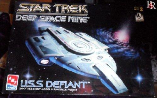 Star Trek Deep Space Nine U.S.S. Defiant A.M.T./Ertl Model Kit from AMT
