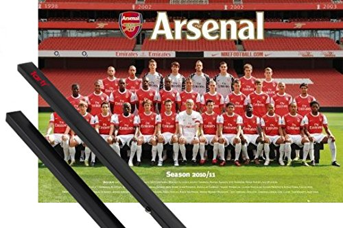 1art1 Poster + Hanger: Football Poster (36x24 inches) Arsenal, Team Photo 10/11 and 1 Set of Black Poster Hangers