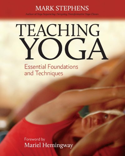 Teaching Yoga: Essential Foundations and Techniques (Yoga Teacher Training)
