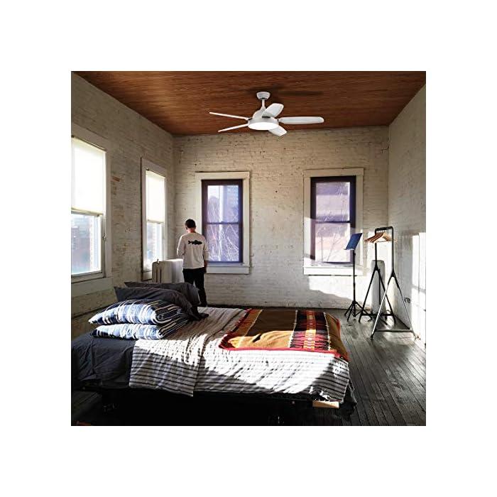 51cP3UfqqeL Ventilador de techo con 5 aspas de color blanco y un diámetro de 136 cm y potencia de 80W, que lo hacen ideal para refrescar habitaciones de entre 20 y 30 m2. Luz LED con 3 colores: cálido, blanco y frío. Con estos colores podrás decorar cualquier habitación de tu casa de forma sencilla y cambiar el estilo de la iluminación cuando lo desees. Aspas optimizadas para que ofrezcan el mejor funcionamiento posible. Mando a distancia para tu total comodidad y temporizador, para que puedas programarlo a tu gusto.