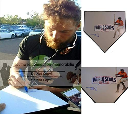 (San Francisco Giants Hunter Pence Autographed Hand Signed SF Giants Photo Baseball Home Plate Base with Exact Proof Photo of Signing and COA)