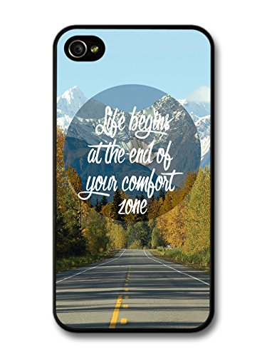 Life Begins at the End of Your Comfort Zone Quote on Cool Mountain Design coque pour iPhone 4 4S