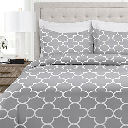 Italian Luxury Clover Pattern Duvet Cover Set - 3-Piece Ultra Soft Double Brushed Microfiber Printed Cover with Shams - Twin/TwinXL - Light Gray/White