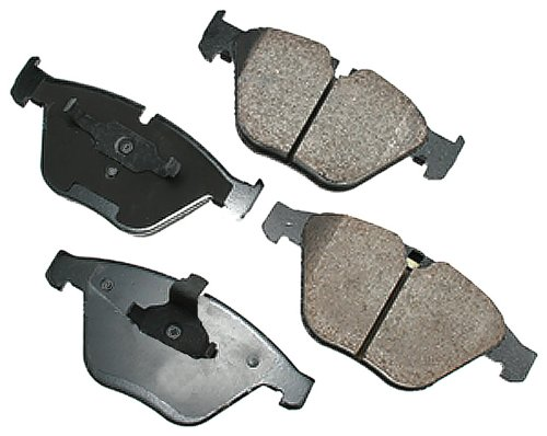 (Akebono EUR918 EURO Ultra-Premium Ceramic Brake Pad Set)