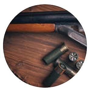 alfombrilla de ratón Escopeta con conchas en el fondo de madera - ronda - 20cm
