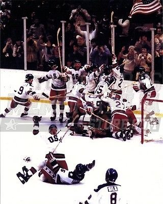 Memorabilia Olympic (1980 USA Olympic Hockey Team Celebration 8x10 11x14 16x20 1395 - Size 11x14)
