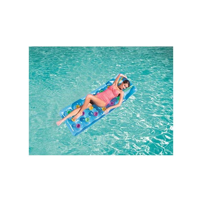 51cbeCvDVJL Divertida colchoneta con diseño colorido para que te relajes tumbado bajo el sol mientras flotas en la piscina o en la playa Puedes sentarte o tumbarte a tomar el sol mientras flotas *Este producto tiene diseños SURTIDOS por lo que no se puede seleccionar el modelo/color concreto.
