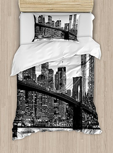 Ambesonne Modern Duvet Cover Set Twin Size, Brooklyn Bridge Sunset with Manhattan American New York City Famous Town Image, Decorative 2 Piece Bedding Set with 1 Pillow Sham, Black and White