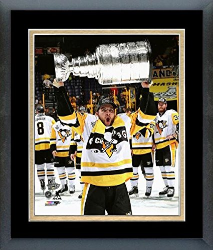 Conor Sheary Pittsburgh Penguins 2017 Stanley Cup Trophyフォト(サイズ: 22.5