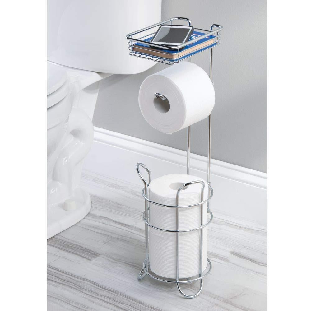 mDesign Portarrollos de papel higi/énico con estante plateado Porta rollos de pie con espacio para 3 rollos de papel higi/énico Elegante dispensador de papel higi/énico de metal