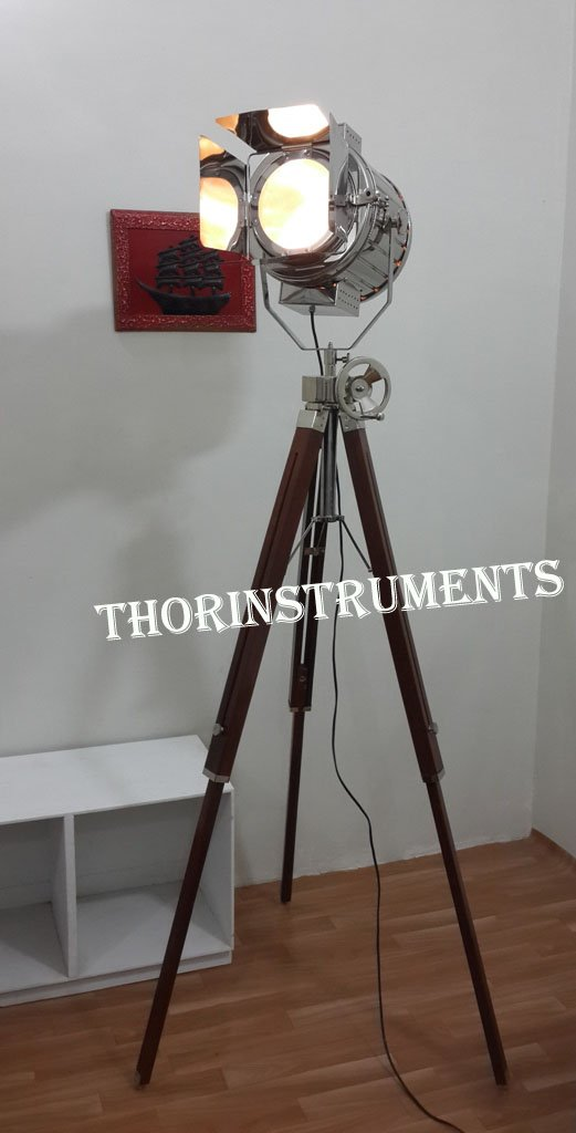 INDUSTRIAL STYLE VINTAGE MOVIE SPOT LIGHT FLOOR STANDING WOOD TRIPOD LAMP