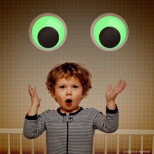 Giant Googly Eyes - Glow in the Dark Set of 2 by Accoutrements (Image #3)