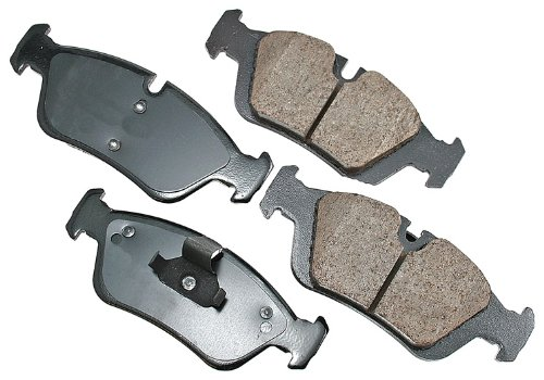 (Akebono EUR781 EURO Ultra-Premium Ceramic Brake Pad Set)